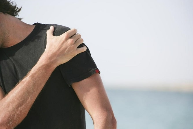 man-with-front-shoulder-pain-min.jpg