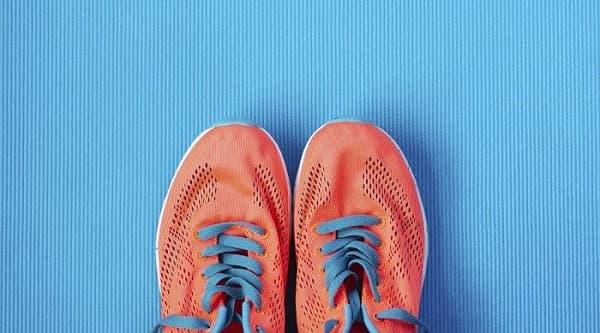 استفاده از کفش مناسب برای درمان میخچه پا