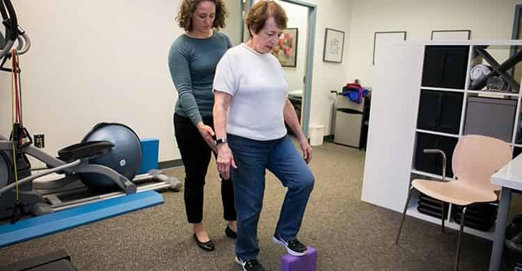 درمان بیماری پارکینسون با کمک فیزیوتراپیست