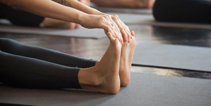 تمرین خم کردن کف پا به سمت بدن (فلکس کردن) برای درمان خار پاشنه