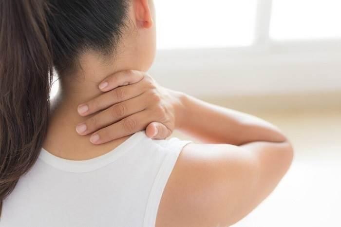 علائم کشیدگی و رگ به رگ شدگی گردن
