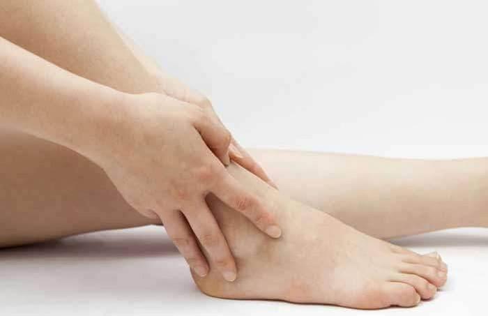 مراجعه به پزشک جهت درمان ورم مچ پا